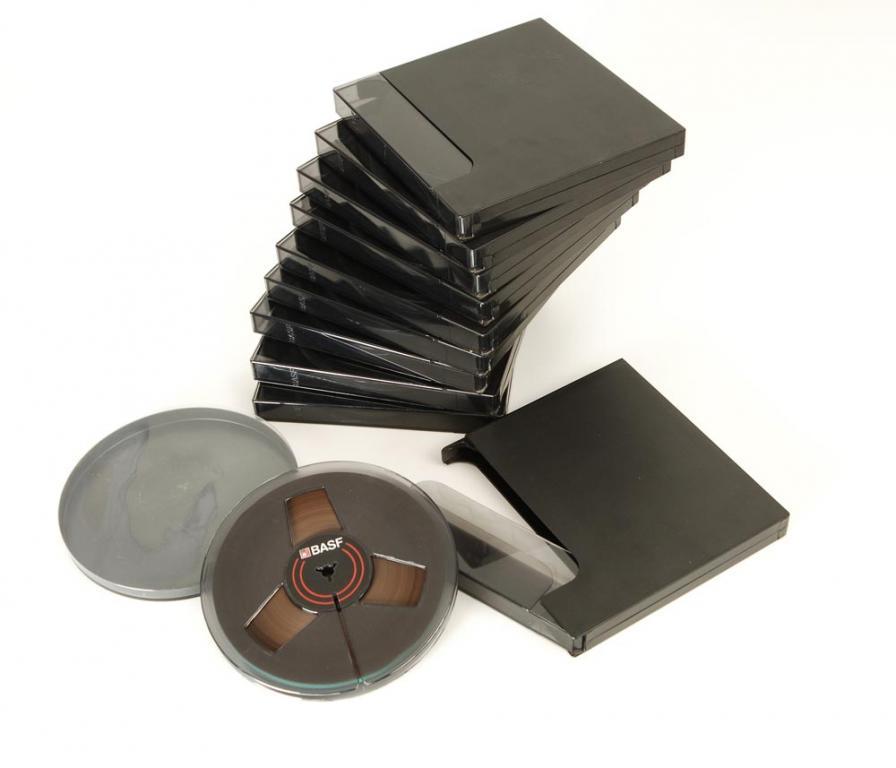 BASF 18er DIN Tonbandspule Kunststoff mit Band + Archivbox rauchglas 10er Set