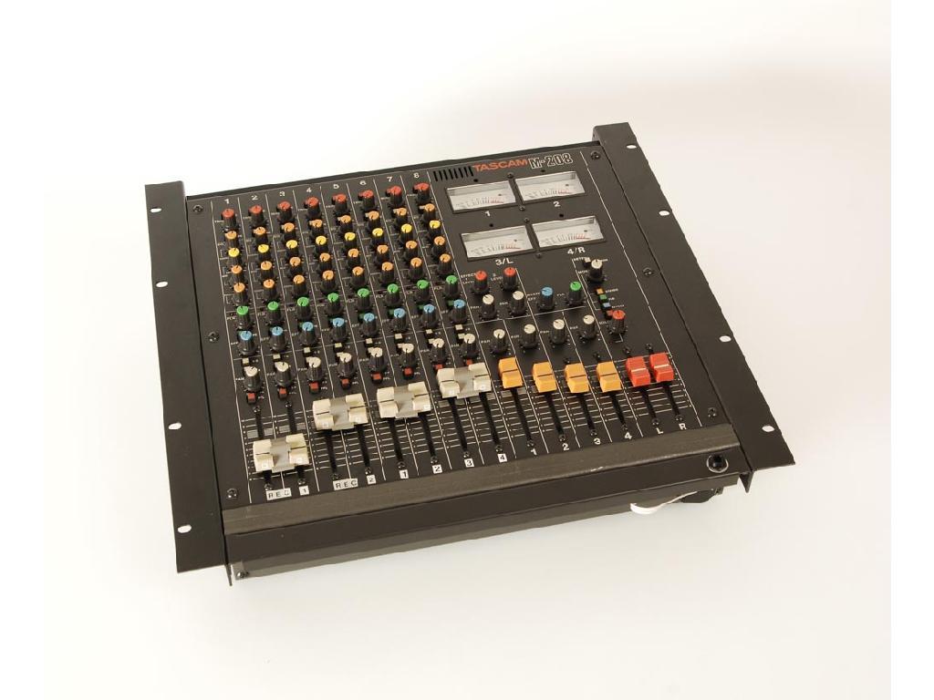 Tascam M-208 Mischpult Mixer analog