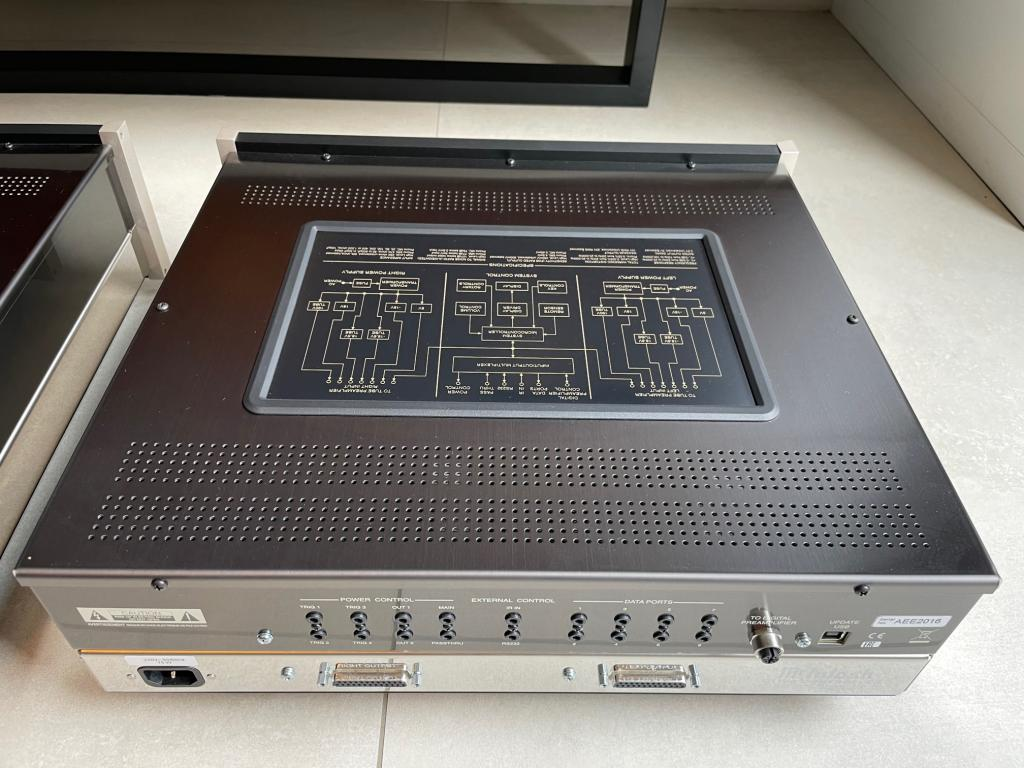 C1100C+T - as new, 12 month old, warranty