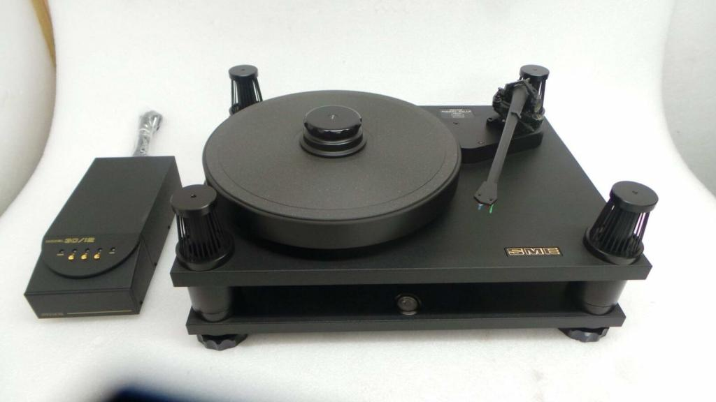 30/12 turntable with gold print SME V12 tonearm