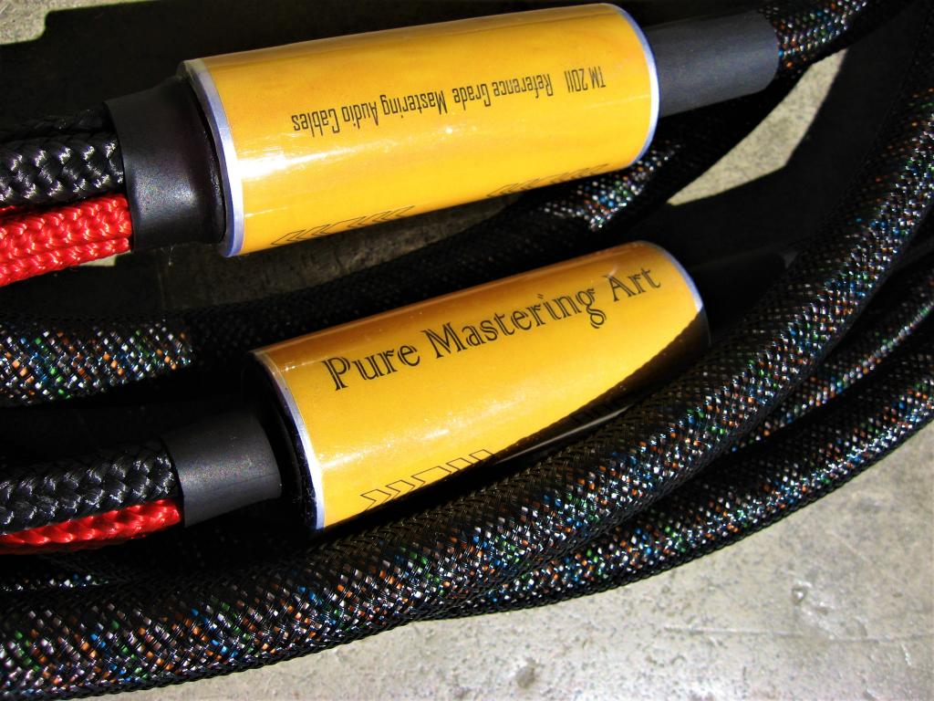 Pure Mastering Art  3-wire speaker cable /11 feet (3,4 meters)