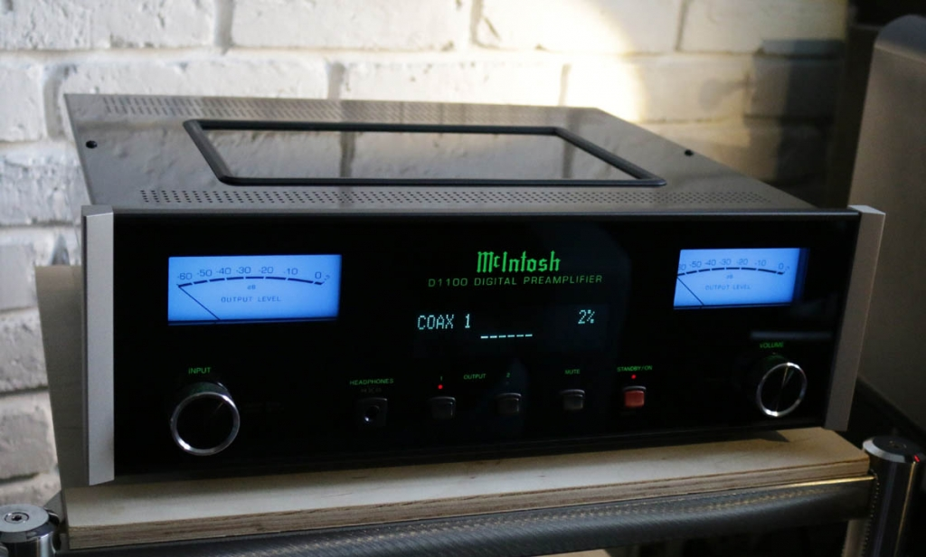 D1100 - as new, 8 month old, DAC+preamp