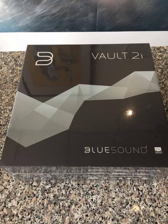 Vault 2i in schwarz original verpackt