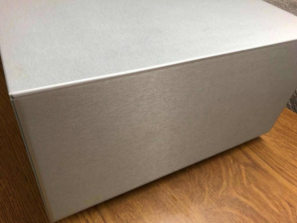 Sovereign The First High End Endstufe in silber