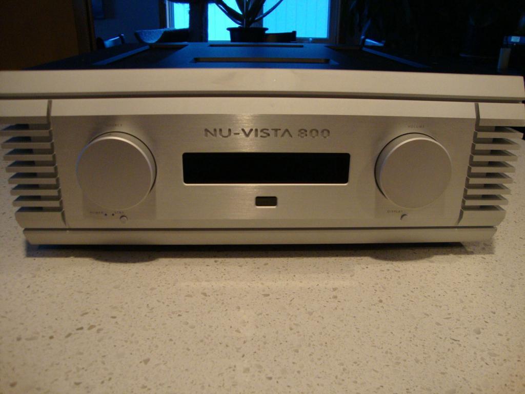 NU VISTA - 800 Integrated Amplifier