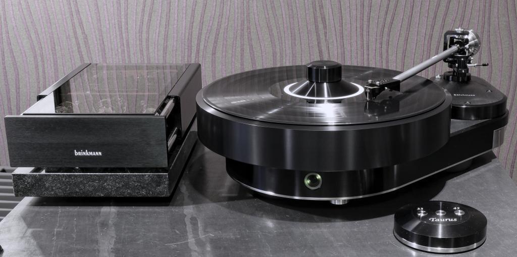 Brinkmann-Audio Taurus mit Rönt und EMT Black Tonabnehmer