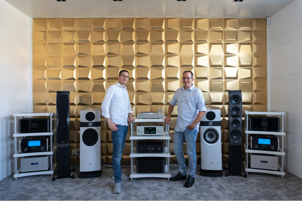 Home Tech Plus Hifi + High-End neu in Viernheim Home Tech  Plus High-End Raum